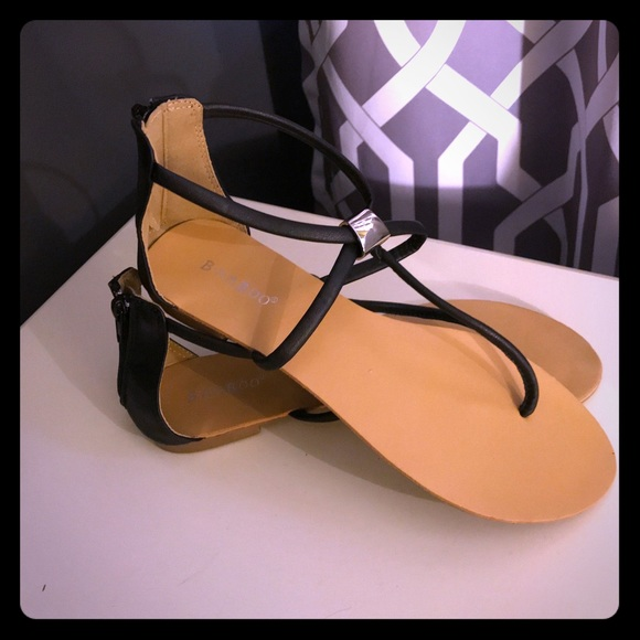 BAMBOO Shoes - BAMBOO sandals w black straps & silver detail
